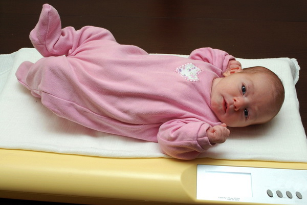 scaderea fiziologica in greutate a nou- nascutului