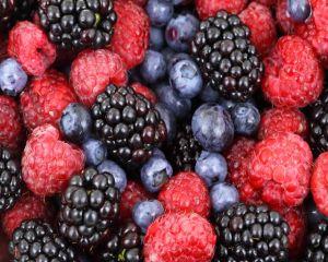 Dieta cu mure: Slăbeşti 3 kilograme în 7 zile cu fructe de pădure cu antioxidanţi
